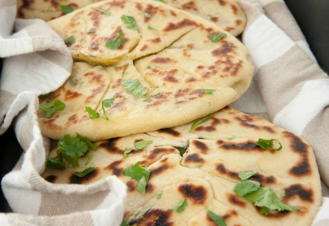 Meatless Monday: Spinach and Cheese Garlic Naan Bread