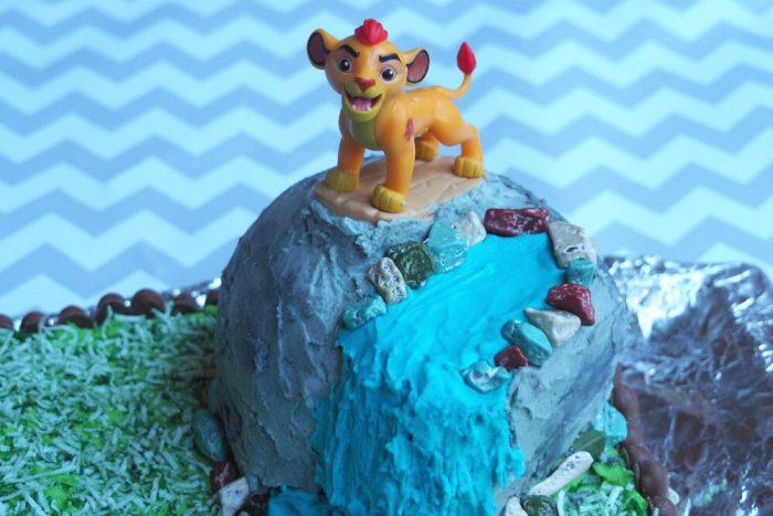 How to make a Lion Guard Cake 1