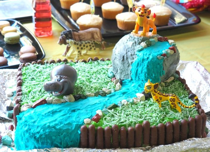 How to make a lion guard cake 7