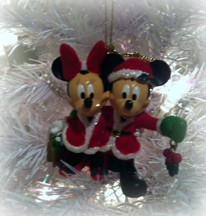 Mickey and Minnie count down to Christmas