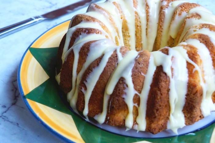 Apricot Sour Cream Cake 1