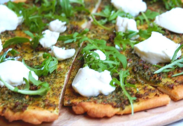 Meatless Monday – Pesto, Ricotta and Rocket Pizza