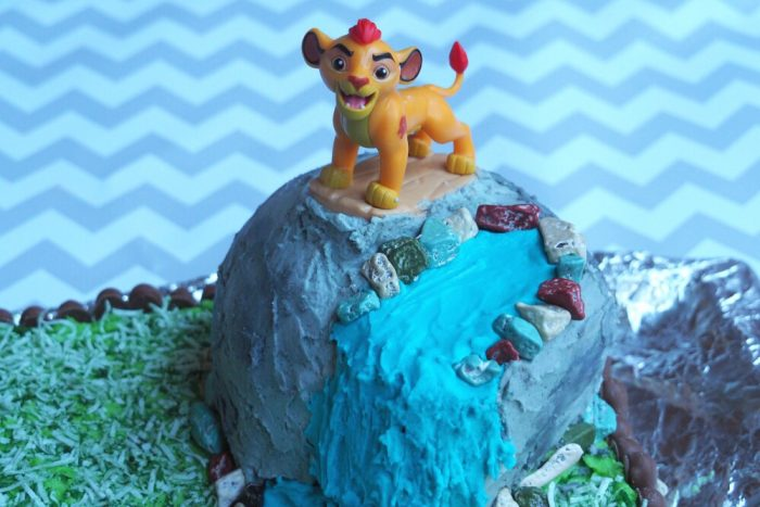 How to make a Lion Guard Cake 1