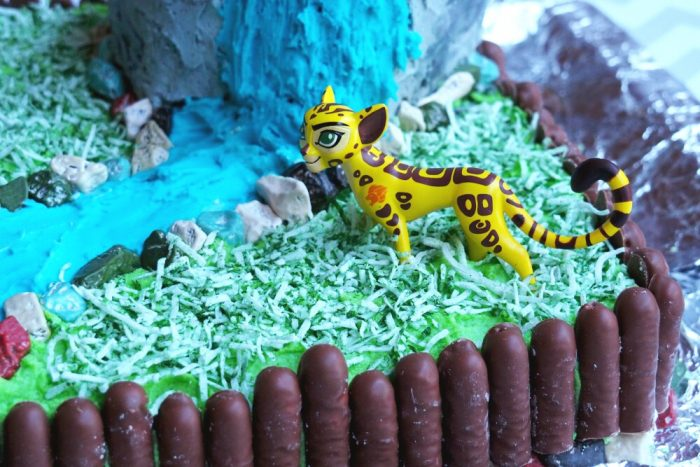 How to make a Lion Guard Cake 2