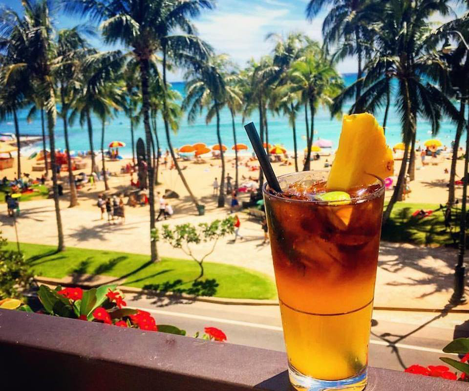 10 things for couples to do in Waikiki - happy hour Hyatt Regency