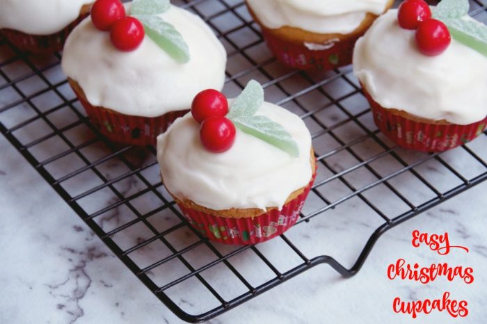 Easy Christmas Cupcakes | The Annoyed Thyroid