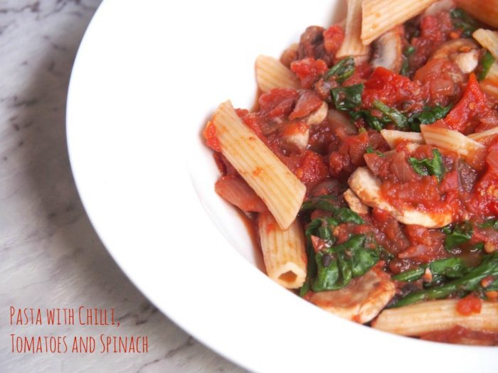 Pasta with chilli, tomatoes and spinach