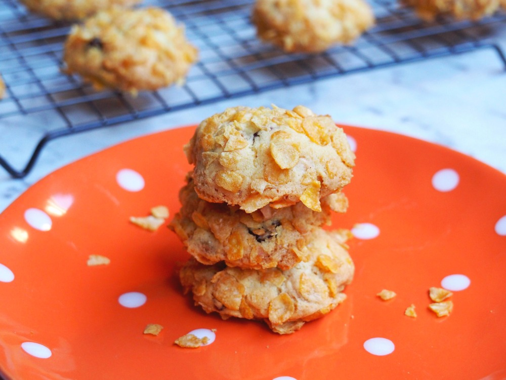 Cranberry and white chocolate cornflake biscuits 2