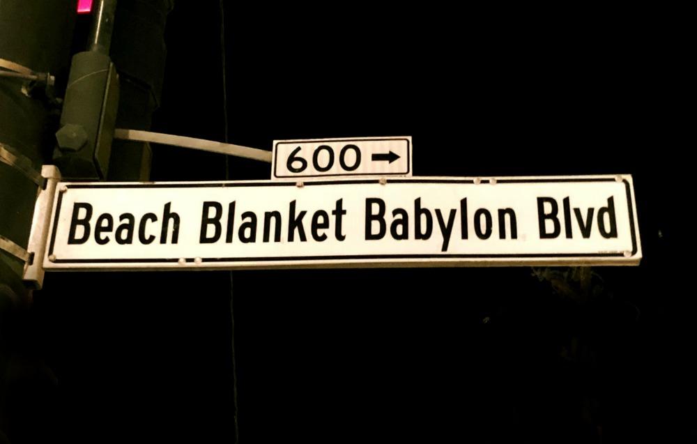 Beach Blanket Babylon Boulevard