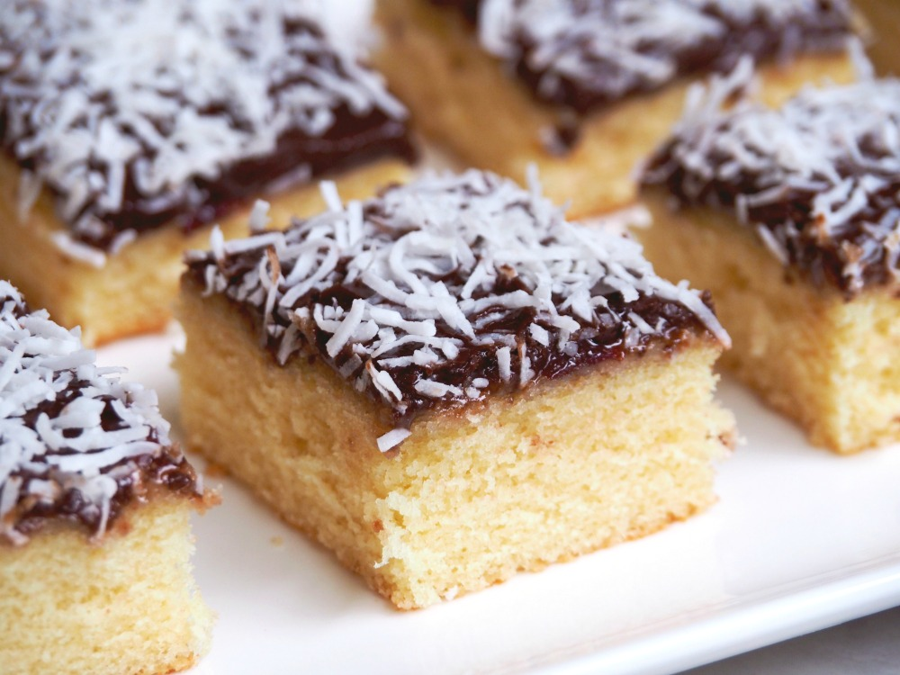 jamtastic-lamington-slice-4