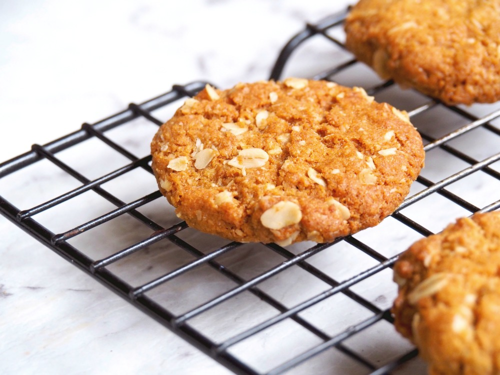 best-ever-Anzac-biscuits-3