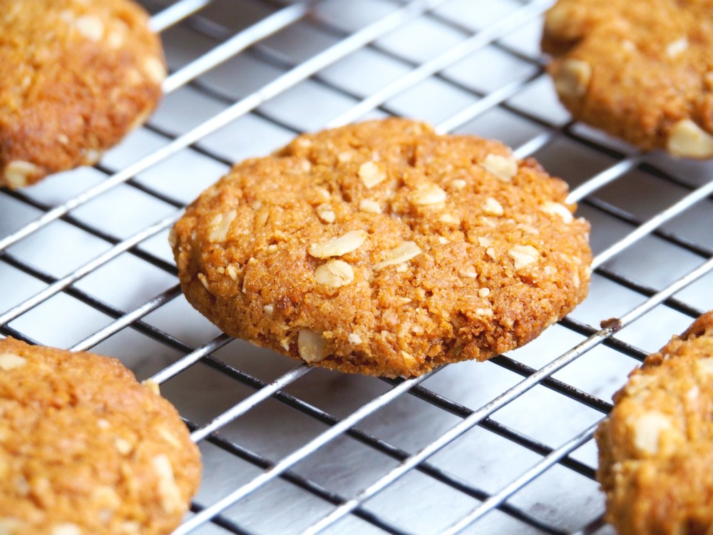best-ever-Anzac-biscuits-2