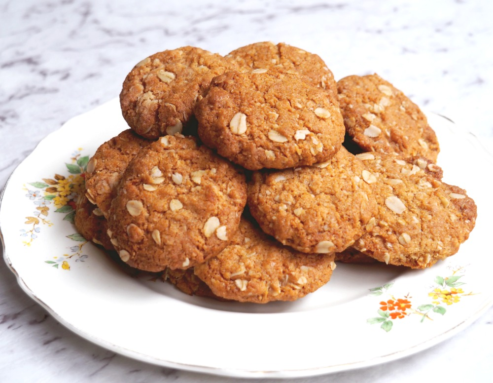 best-ever-Anzac-biscuits-4