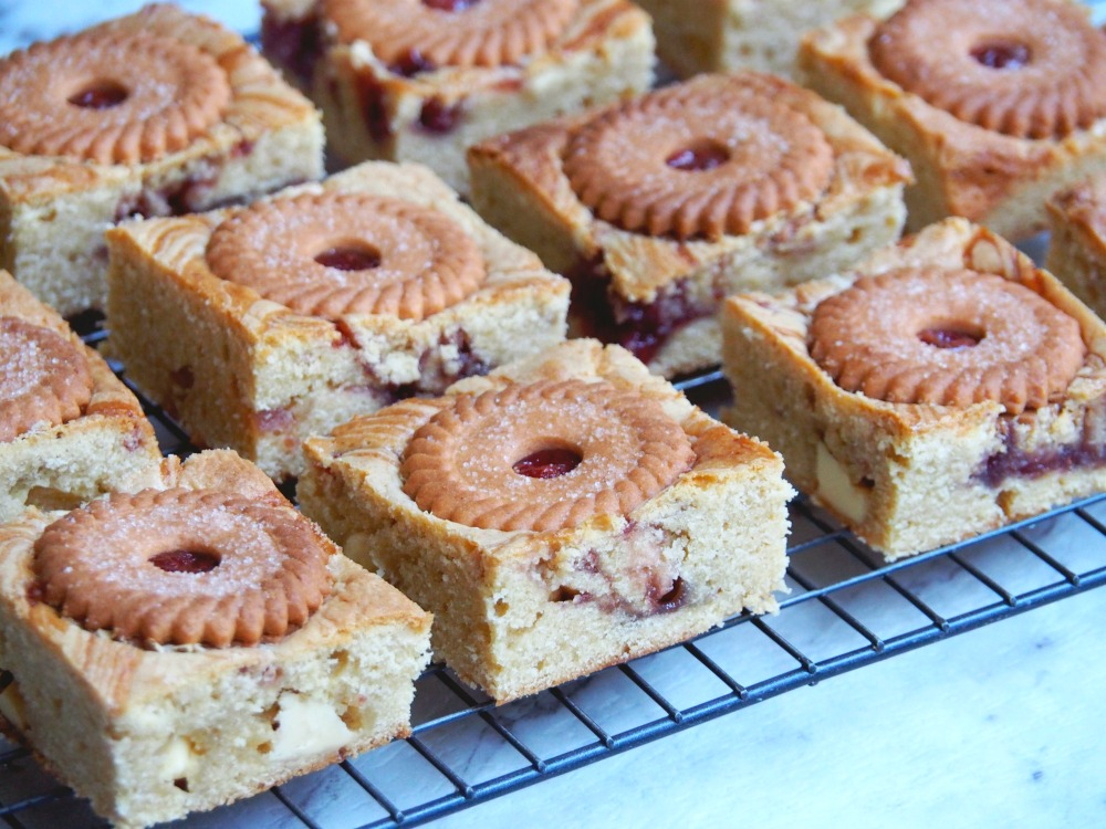 jammie-dodger-white-chocolate-blondies-3