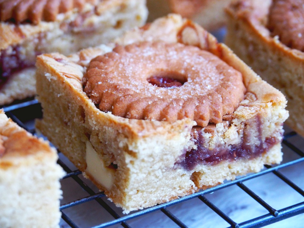 jammie-dodger-white-chocolate-blondies-7