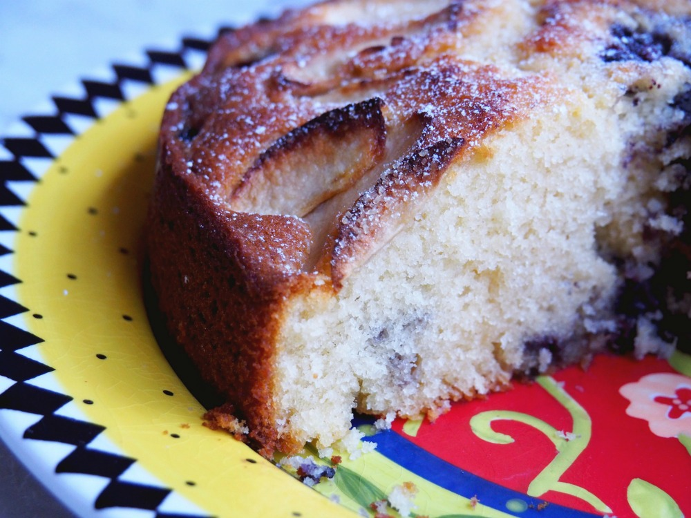 donna-hay-apple-blueberry-cake-3