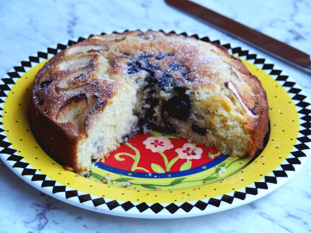 donna-hay-apple-blueberry-cake-6
