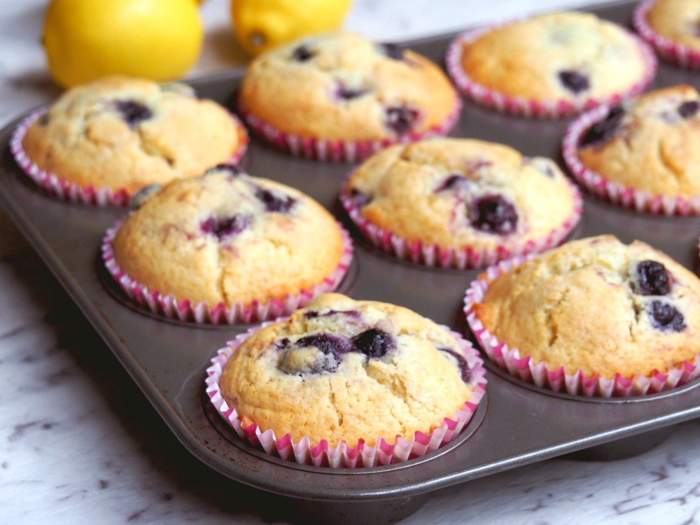 lemon-and-blueberry-muffins-2