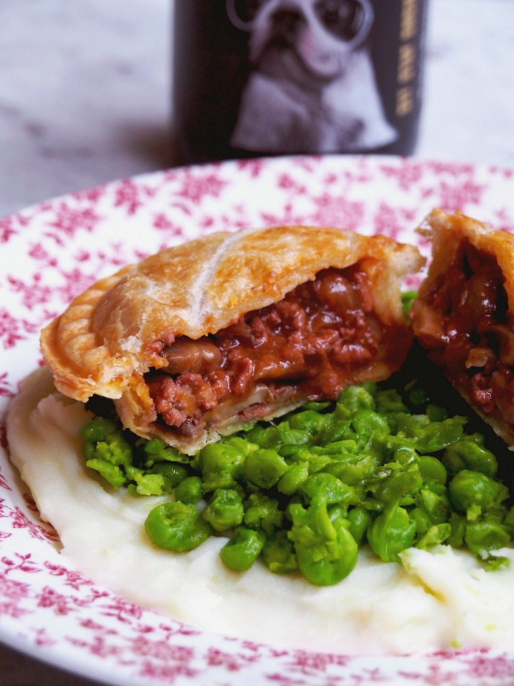 minced-beef-bourguignon-pies-3