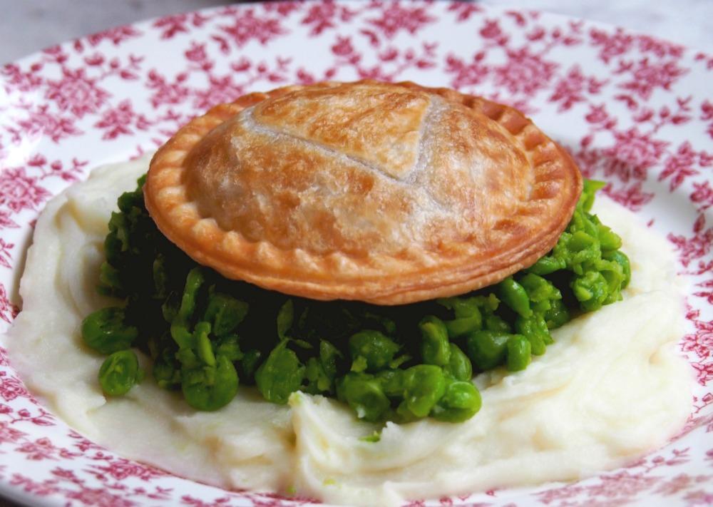 minced-beef-bourguignon-pies-5