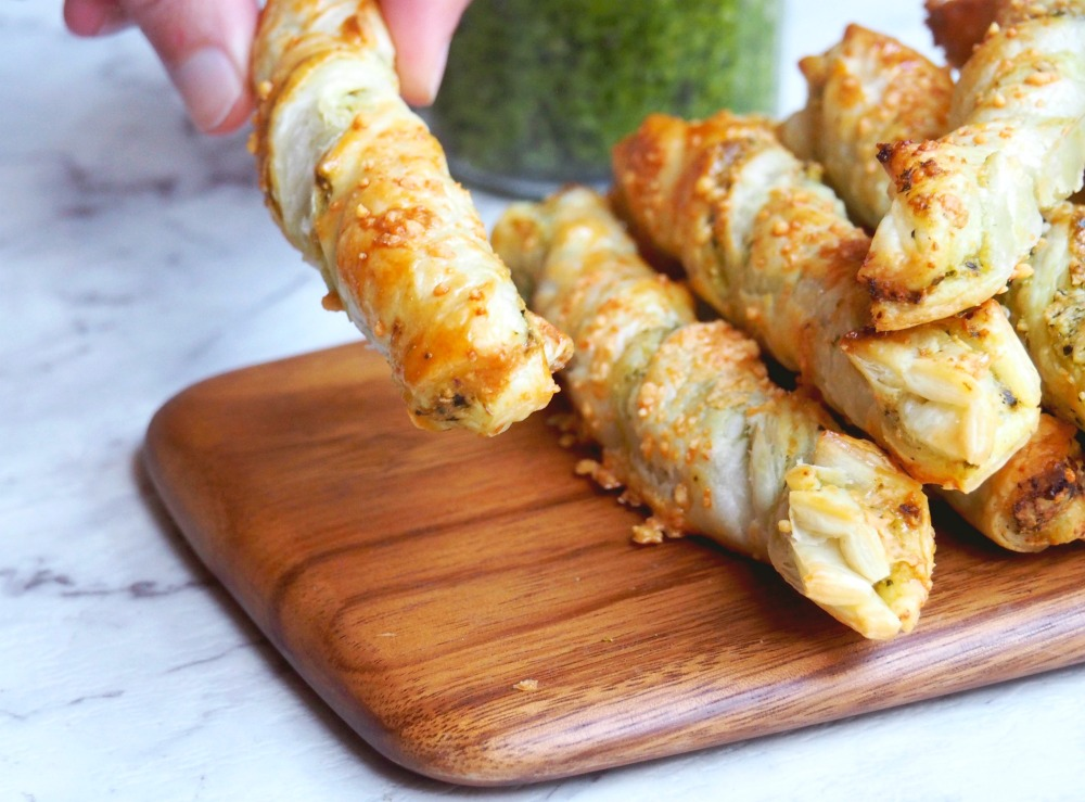 4 ingredient puff pesto twists