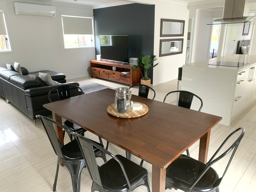 port stephens airbnb living