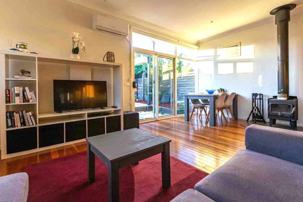 Merimbula pet friendly air bnb living area