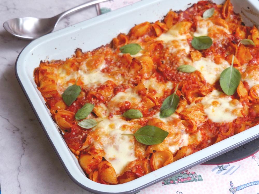 tomato mozzarella pasta bake dish