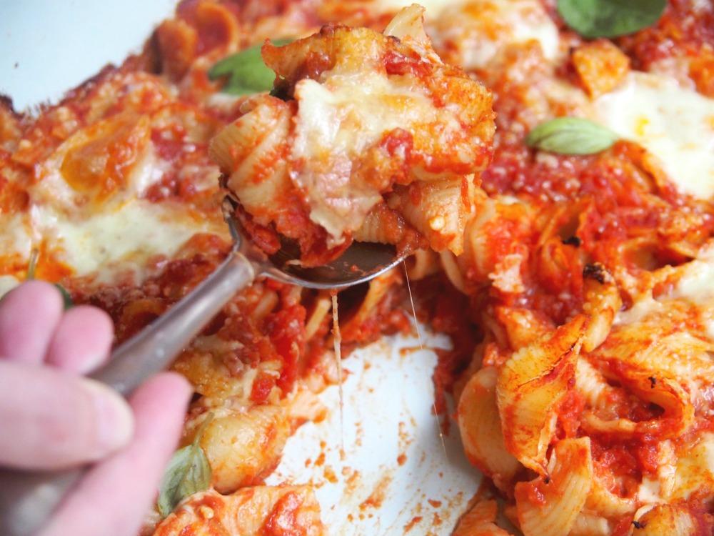 tomato mozzarella pasta bake cheese