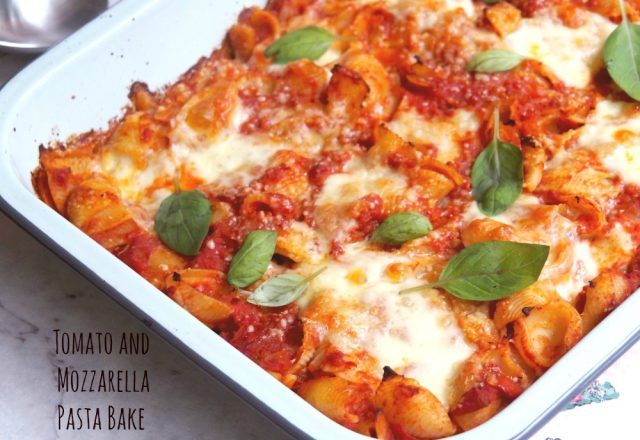 Meatless Monday – Tomato and Cheesy Mozzarella Pasta Bake