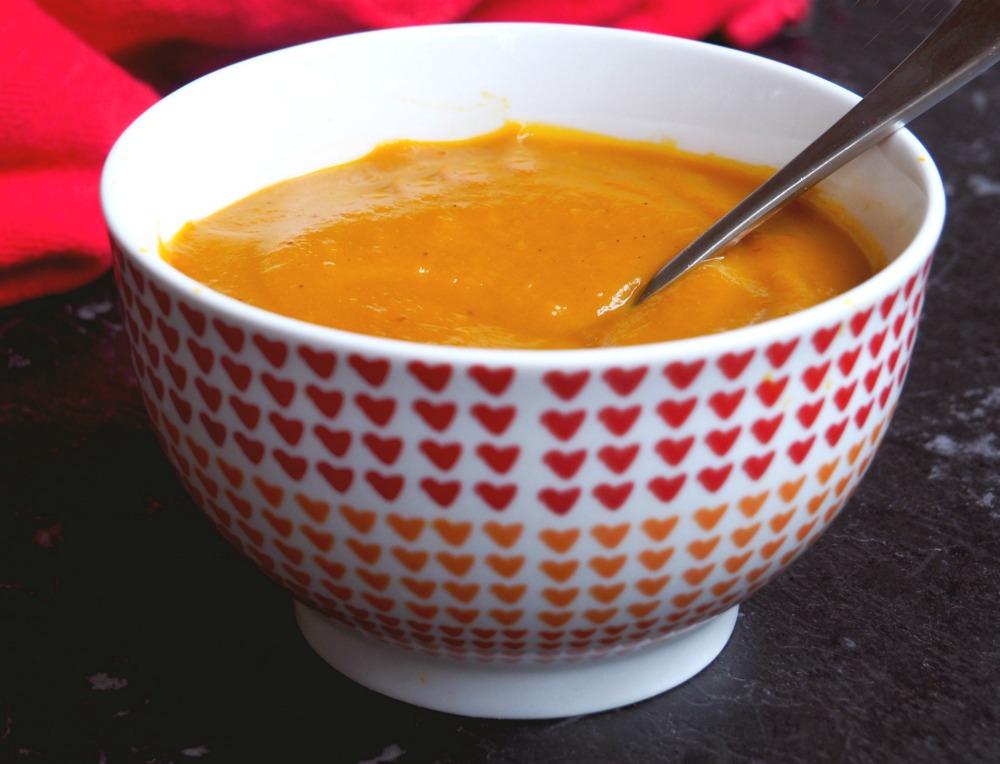 bowl of roast pumkin chilli soup