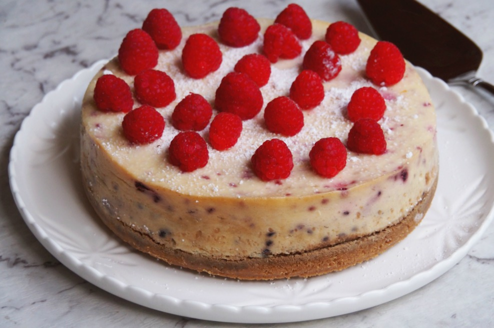 baked lemon and raspberry cheesecake whole