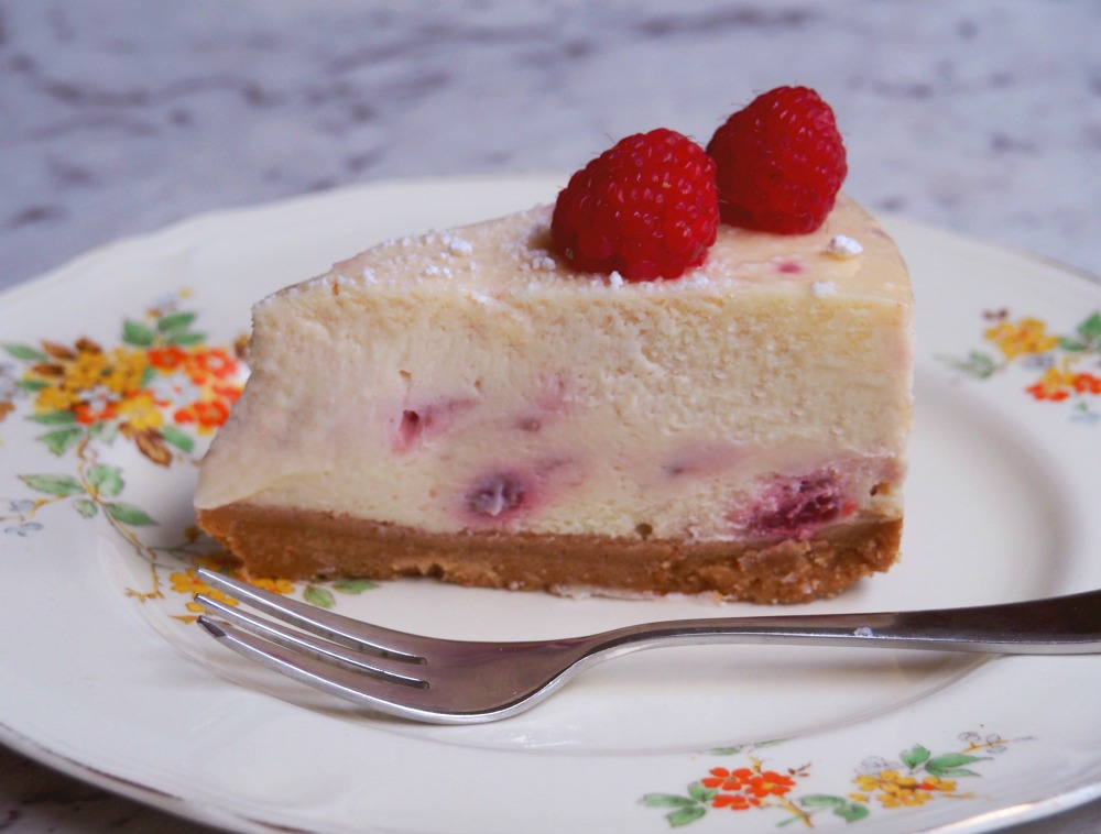 baked lemon and raspberry cheesecake slice