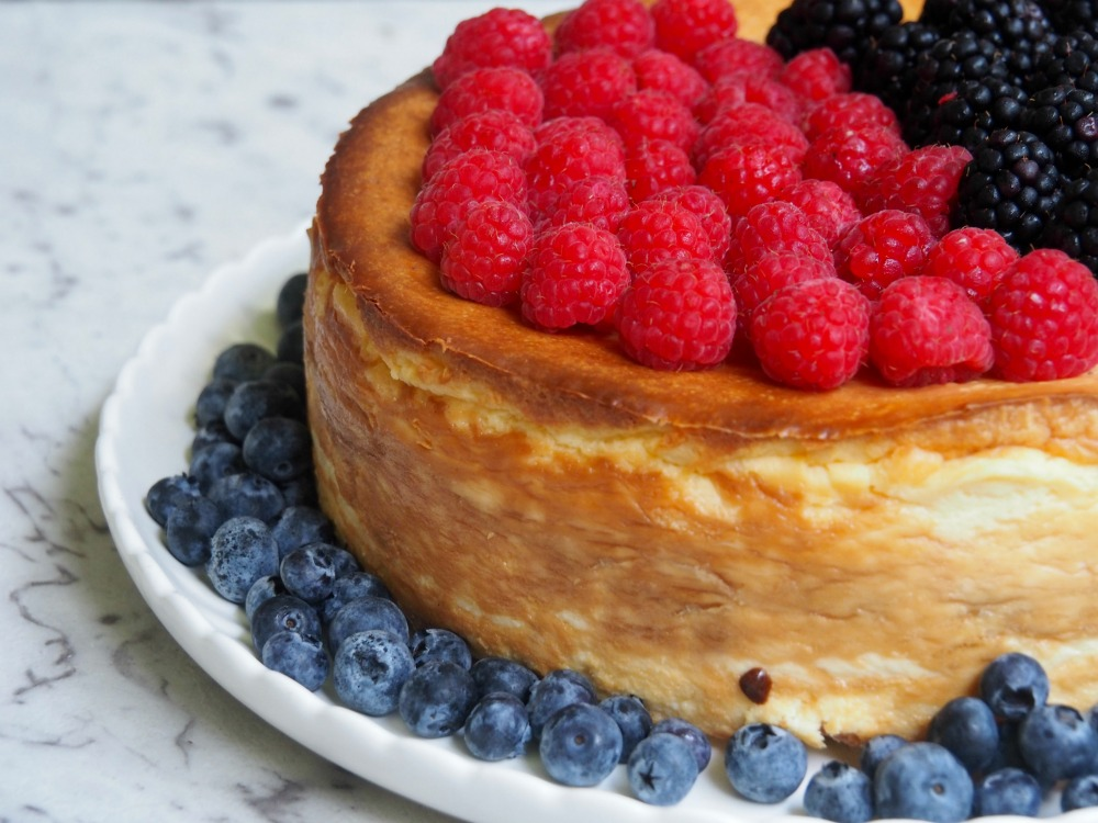 crustless baked cheesecake topped with raspberries