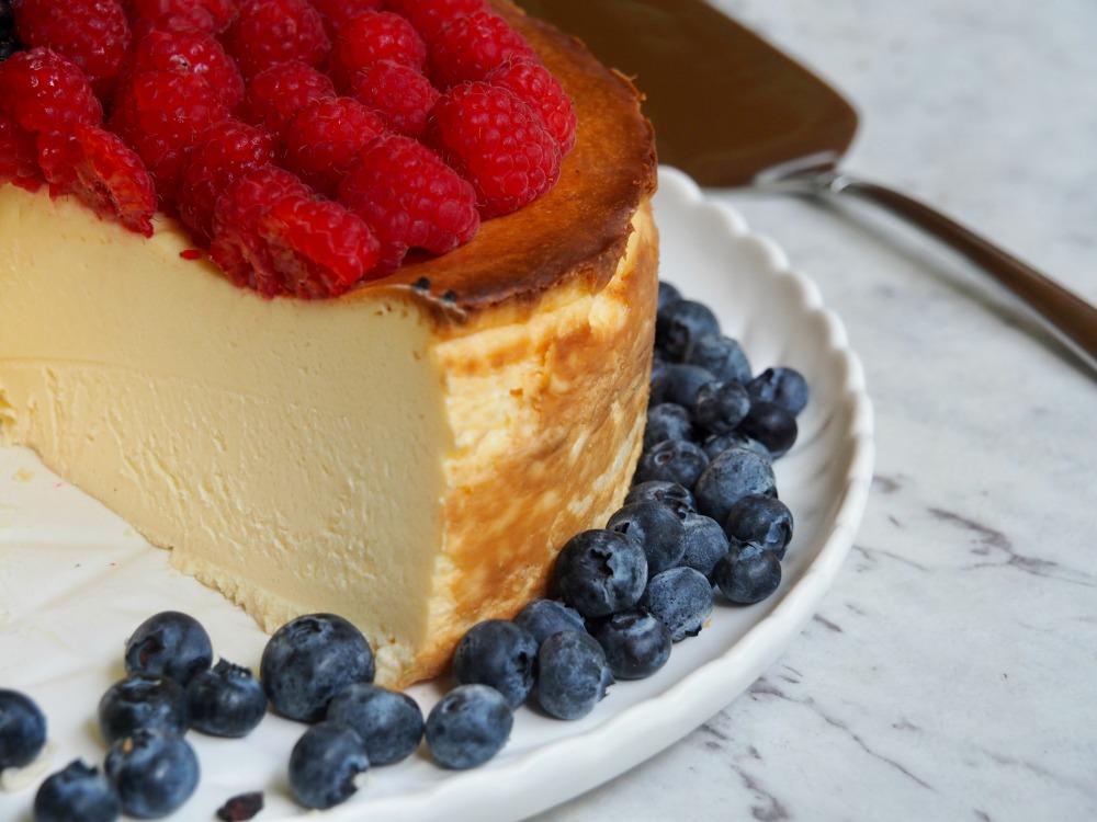 crustless baked cheesecake cut
