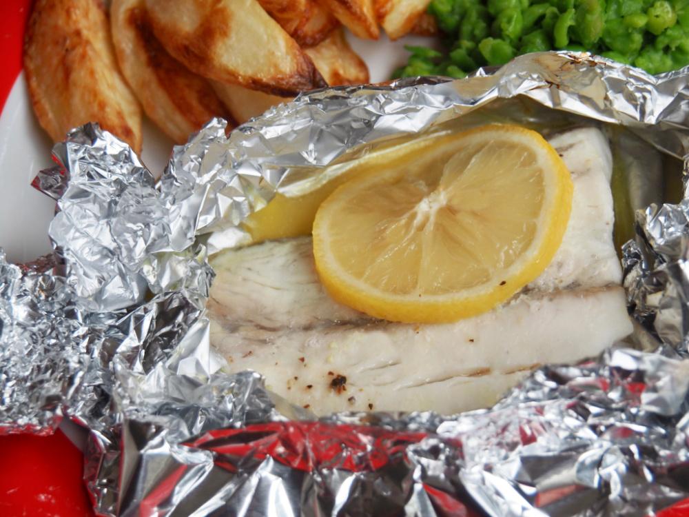 oven baked fish fillets in foil parcel