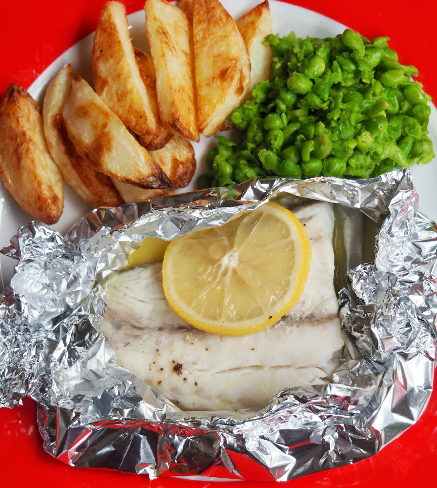 oven baked fish fillets with chips and peas