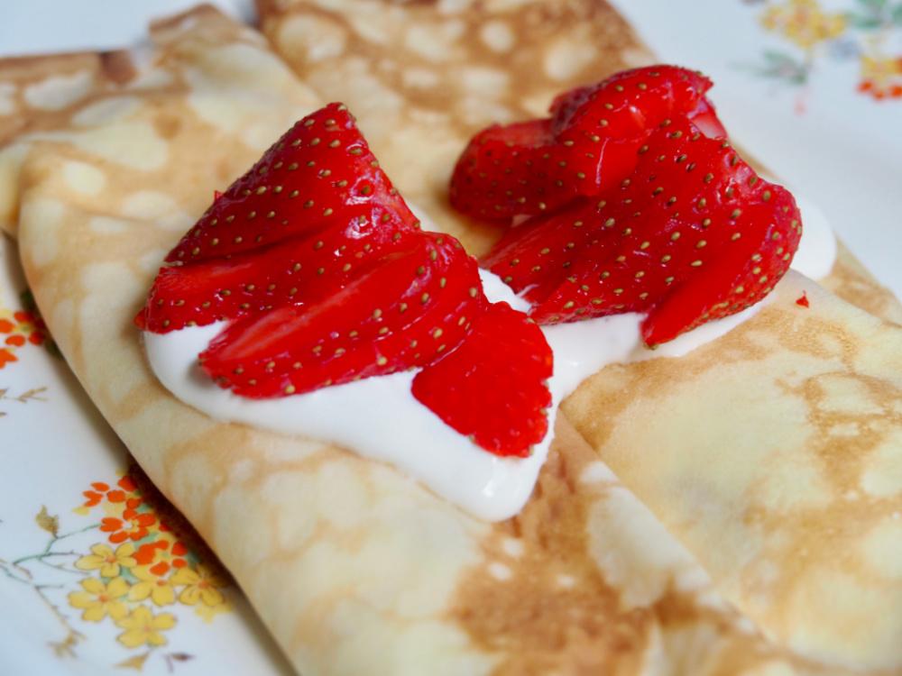 strawberry sour cream crepes close up