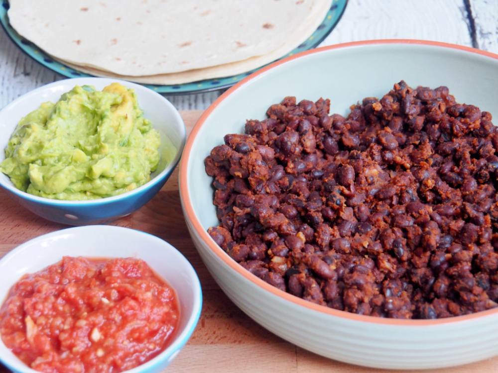 black bean chilli with tortillas