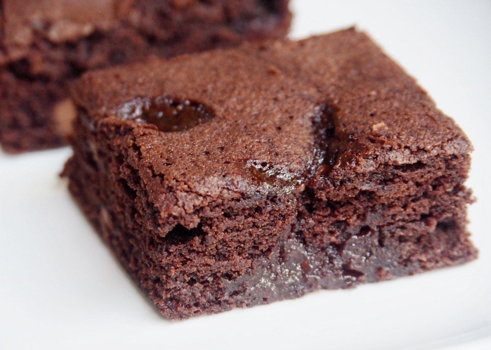 jam puddle brownie close up