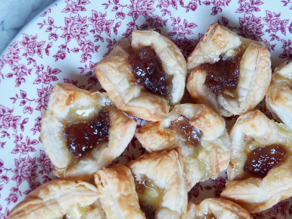 brie and fig jam bites