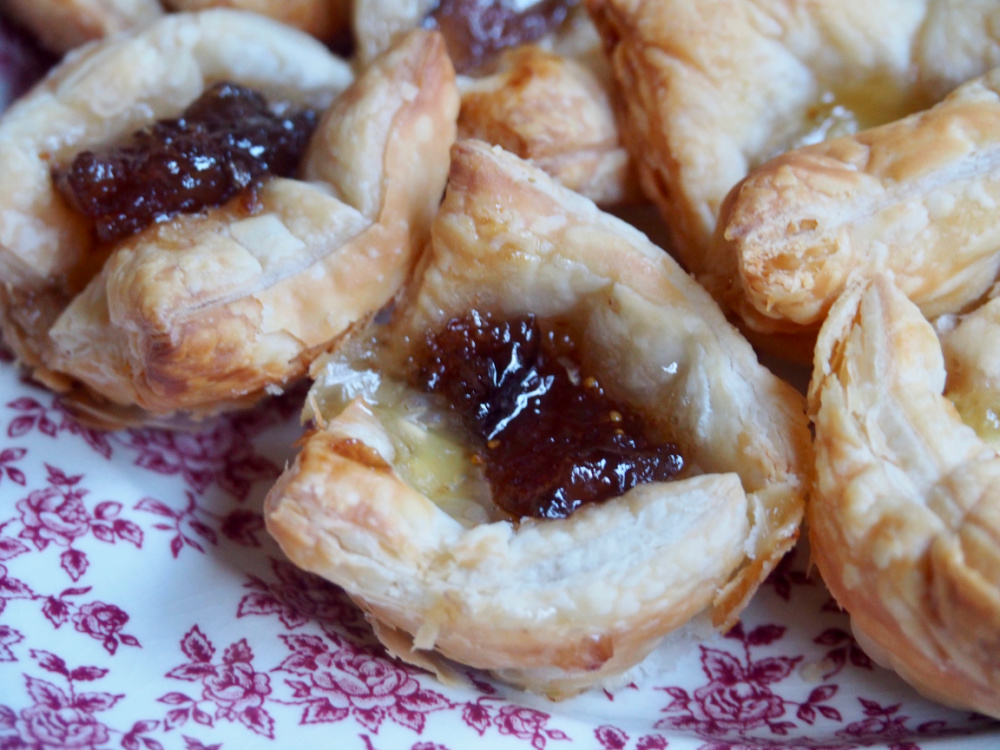 close up fig jam and brie bites